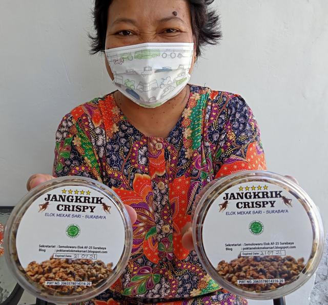 Jangkrik Krispi, Oleh-oleh Unik yang Laris Manis dari Surabaya (1)