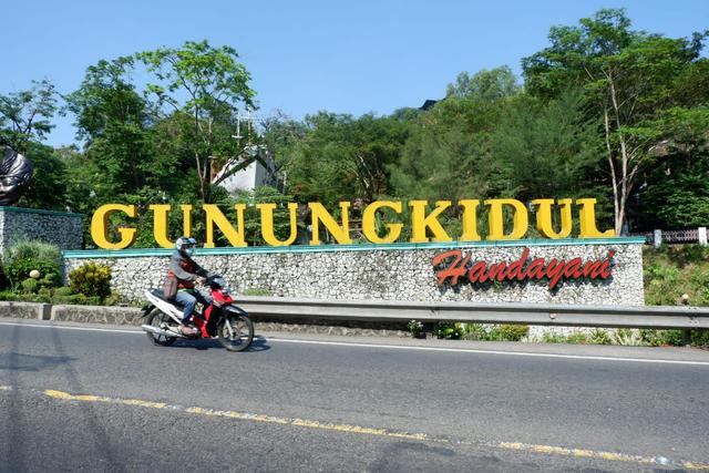 Puluhan Turis Terobos Tempat Wisata di Gunungkidul, Ada yang Datang Dini Hari (364336)