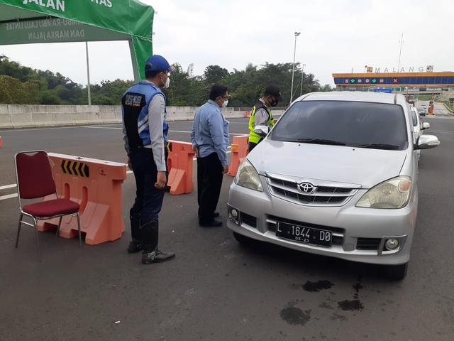 Hari Kedua Lebaran, 123 Mobil Masuk Kota Malang Diputar Balik (86238)