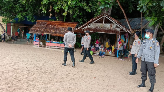 Polisi Patroli di Destinasi Wisata Banggai Kepulauan dan Banggai Laut, Sulteng (326349)