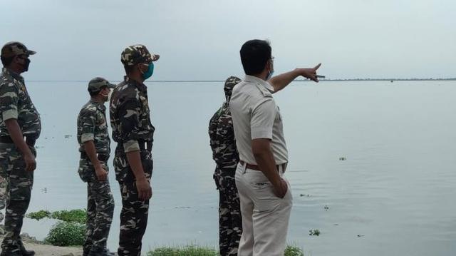 Bikin Merinding, Foto-foto Jenazah Terdampar di Pinggir Sungai Gangga (3)