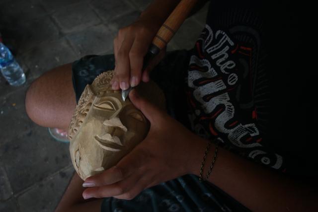 Foto: Padepokan Seni Topeng Malangan Asmoro Bangun di Tengah Pandemi (82524)