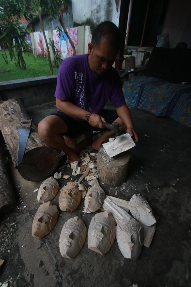 Foto: Padepokan Seni Topeng Malangan Asmoro Bangun di Tengah Pandemi (82526)