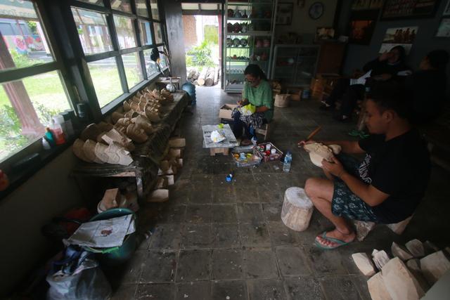 Foto: Padepokan Seni Topeng Malangan Asmoro Bangun di Tengah Pandemi (82527)