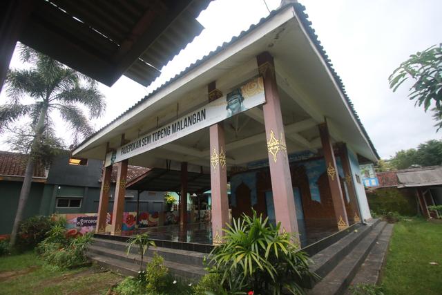 Foto: Padepokan Seni Topeng Malangan Asmoro Bangun di Tengah Pandemi (82529)