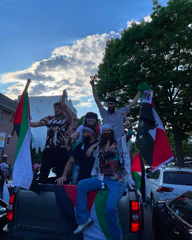 5 Potret Bella Hadid saat Turun ke Jalan Bela Kemerdekaan Palestina (217383)