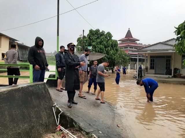 Hujan Lebat, 20 Rumah Warga di Bangka Barat  Terendam Banjir (456758)