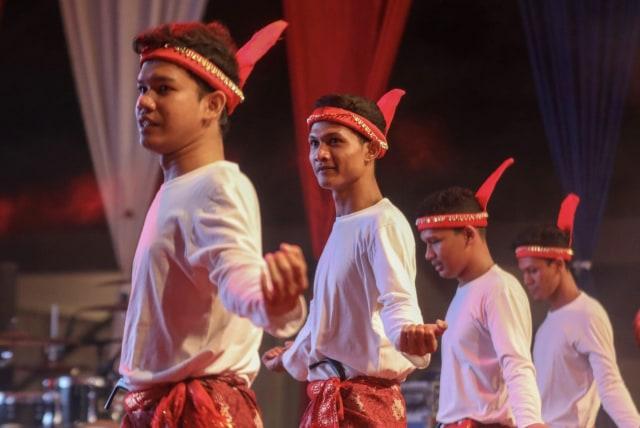 Bentuk Pola Lantai Tari Seudati dari Aceh (522241)