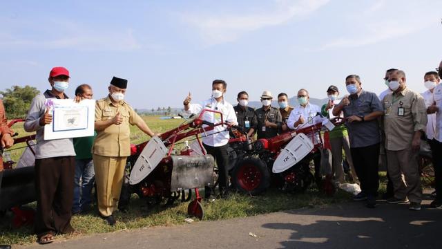 Produktivitas Pertanian Bali Meningkat Berkat Alsintan, Biaya Produksi Hemat (300408)