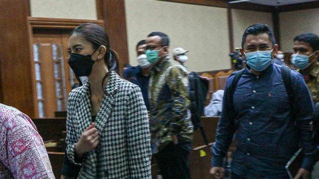 Foto: Cuap-cuap Para Mantan Sekretaris Pribadi Edhy Prabowo di Pengadilan (301300)