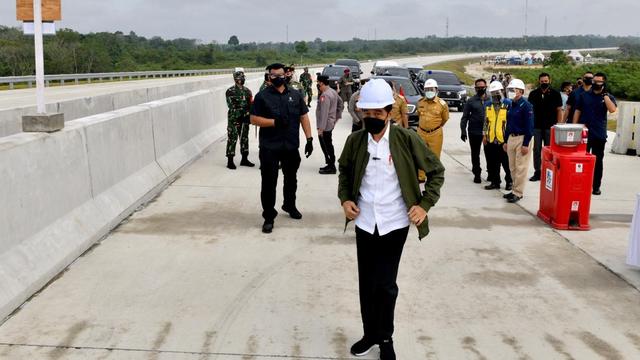 Berita Populer: Jokowi Keselip Lidah; Bukit Algoritma Segera Groundbreaking (40896)