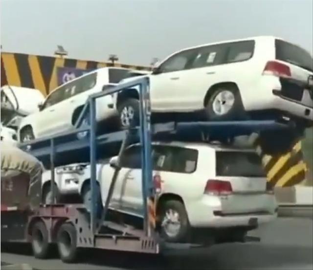 Ngilu, Sejumlah Toyota Land Cruiser Ringsek Saat Proses Pengiriman (40098)