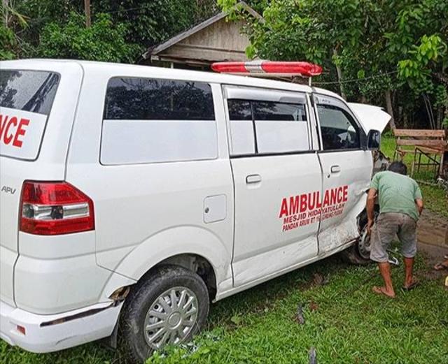 Bawa Jenazah, Mobil Ambulans di Bartim Terlibat Tabrakan dengan Mobil Escudo (454090)