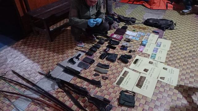 Satgas Nemangkawi Geledah Markas Teroris KKB, Sita Senpi-Uang Rp 14 Juta (286279)