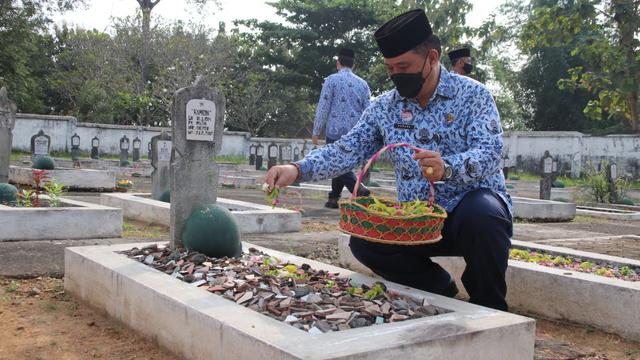 Peringati Hari Kebangkitan Nasional, Pemkab Blora Gelar Tabur Bunga di TMP (327731)