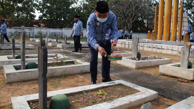 Peringati Hari Kebangkitan Nasional, Pemkab Blora Gelar Tabur Bunga di TMP (327732)