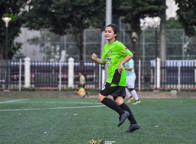 5 Pesona Femila Sinukaban, Jebolan Indonesian Idol, saat Main Sepak Bola (7844)