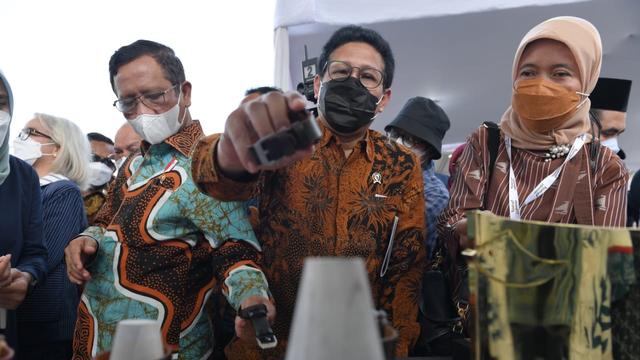 Ikut Meriahkan Festival Joglosemar, Mendes Beli Jam Tangan Kayu (32420)
