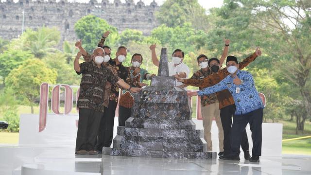 Ikut Meriahkan Festival Joglosemar, Mendes Beli Jam Tangan Kayu (32417)