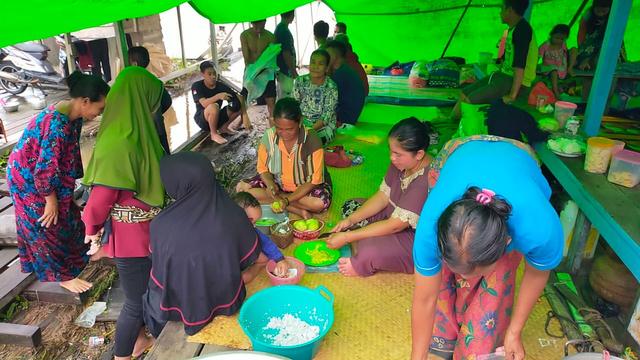 Jalan Putussibau-Kalis, Kalbar, Lumpuh Akibat Banjir  (23735)