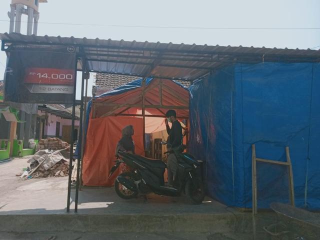 Kisah Pilu Korban Gempa Malang, Terima Tamu Hari Raya di Bawah Tenda Darurat  (444585)