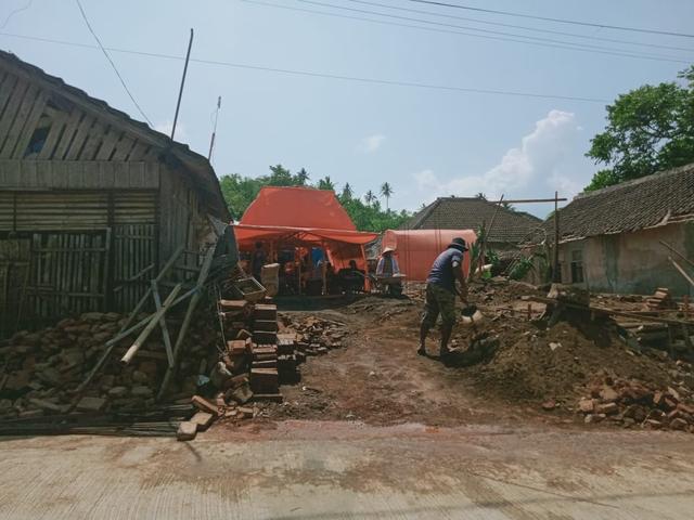 Kisah Pilu Korban Gempa Malang, Terima Tamu Hari Raya di Bawah Tenda Darurat  (444586)