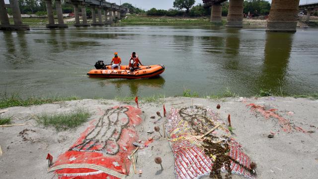Menilik Sungai Gangga, Tempat Suci yang Jadi Rumah Bagi Jenazah di India (89281)