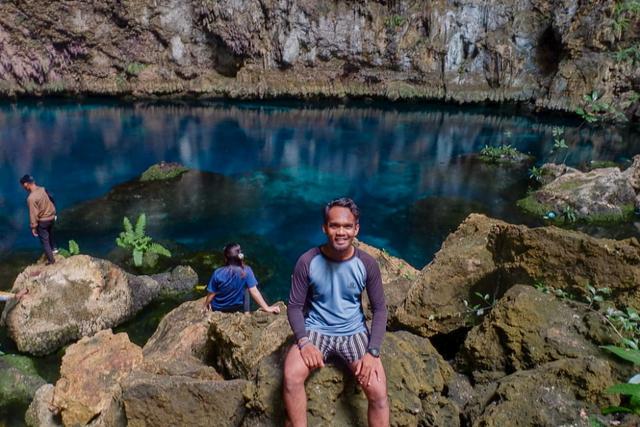Foto: Pesona Keindahan Goa Koo, Buton Tengah, Ada Danau, Air Sebening Kaca (56119)
