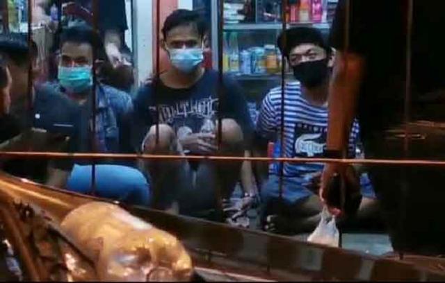 Detik-detik Pengeroyokan Anggota TNI AL di Terminal Bungurasih Versi Warga (139014)