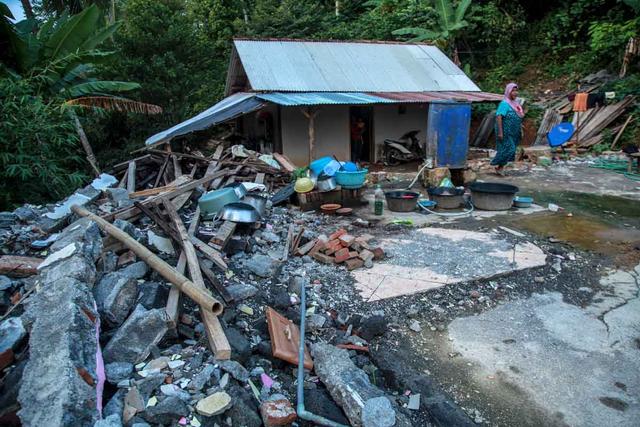 Foto: Penyaluran Donasi Gempa Malang oleh Tugu Media Peduli X Bakti BCA (1038196)