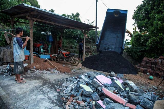 Foto: Penyaluran Donasi Gempa Malang oleh Tugu Media Peduli X Bakti BCA (1038195)