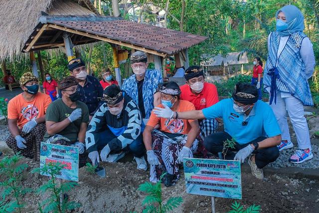Ke Desa Adat Mas, Sandiaga Ajak Lebih Banyak Desa Wisata Ikuti Ajang ADWI 2021 (117298)