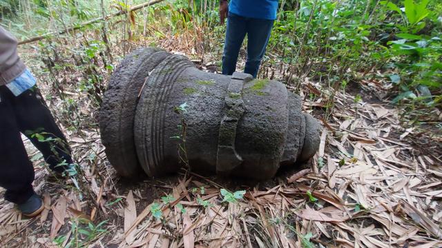Benda Mirip Stupa Candi Terlantar di Boyolali (114576)
