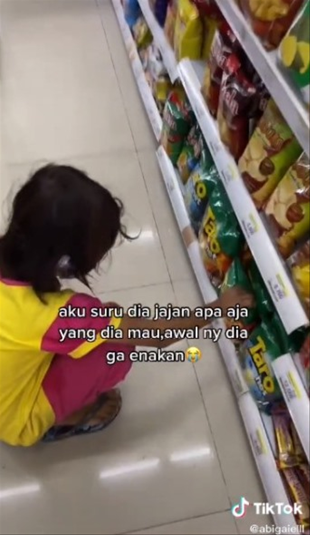 Gadis Kecil Pemulung Cuma Mau Air Minum Saat Diajak ke Minimarket, Kisahnya Haru (108915)