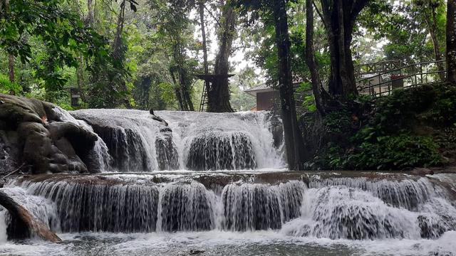 Pesona Banggai, Air Terjun di Salodik, Savana di Lenyek  (638538)