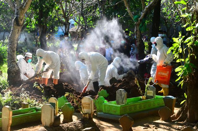Kematian Corona Capai Rekor 2.069 Orang, Kasus Melesat 45 Ribuan karena Tes Naik (134667)