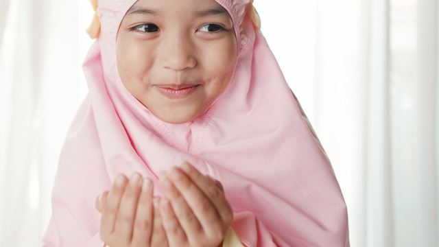 Cara Jelaskan Anak Pentingnya Doa dan Ajak Mereka Rajin Berdoa (763128)