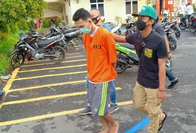 Pelajar SMK di Muara Enim Curi Uang Kotak Amal Masjid untuk Main Judi Online (165494)