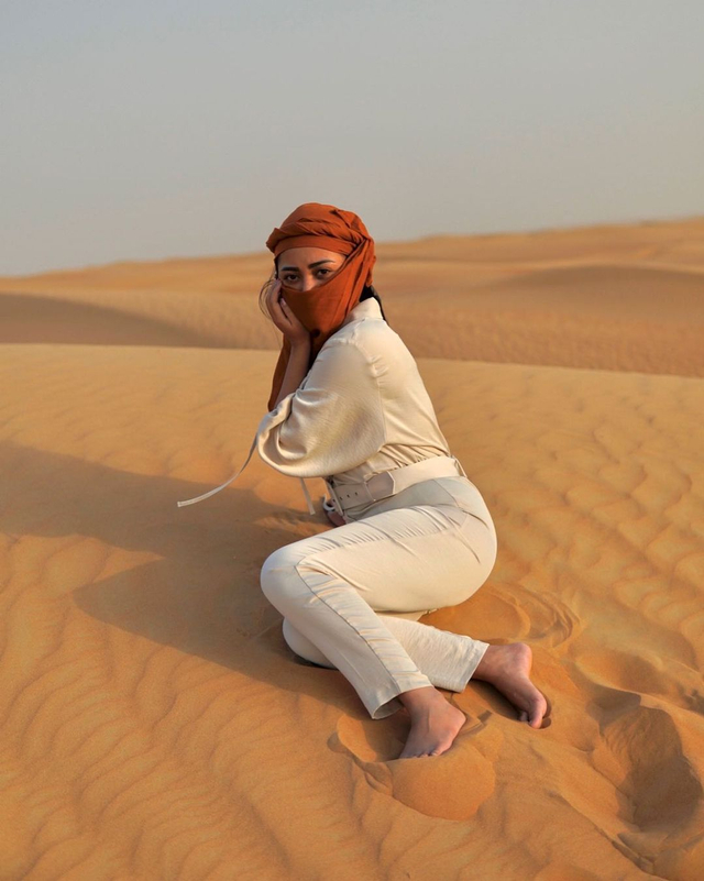 Potret Liburan Rachel Vennya di Dubai, Menikmati Burj Al-Arab hingga Gurun Pasir (222155)
