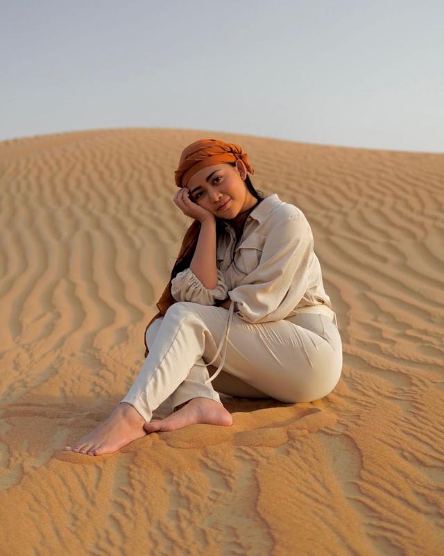 Potret Liburan Rachel Vennya di Dubai, Menikmati Burj Al-Arab hingga Gurun Pasir (222156)