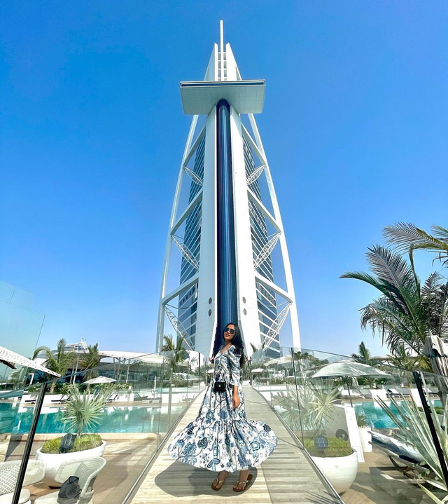 Potret Liburan Rachel Vennya di Dubai, Menikmati Burj Al-Arab hingga Gurun Pasir (222158)