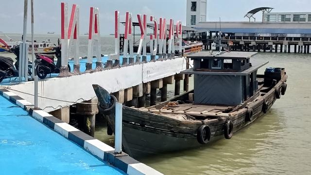 TNI AL Tangkap Selundupan 13 Ton Minyak Ilegal di Perairan Karimun (98056)