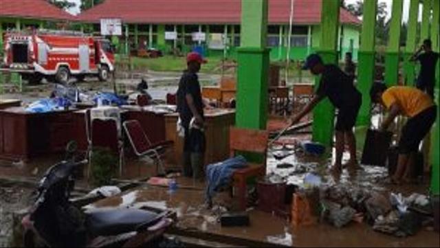 Perlengkapan Sekolah Rusak Akibat Direndam Banjir, Para Siswa Tapan Diliburkan (15667)