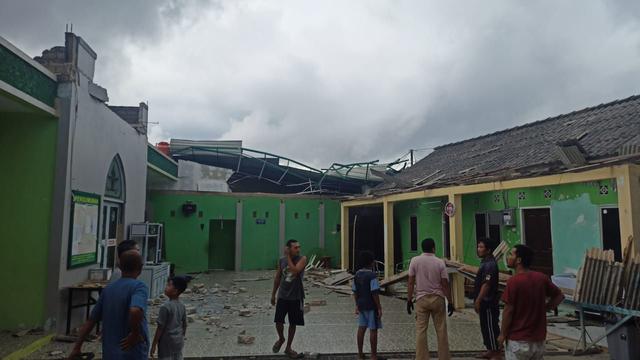 Foto: Potret Rumah Warga di Batam yang Rusak Dihantam Puting Beliung (217877)