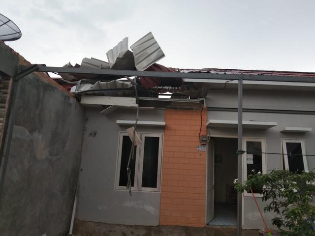 Foto: Potret Rumah Warga di Batam yang Rusak Dihantam Puting Beliung (217878)