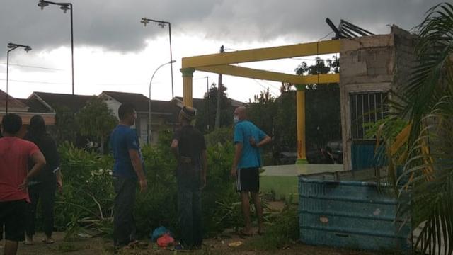 Foto: Potret Rumah Warga di Batam yang Rusak Dihantam Puting Beliung (217880)