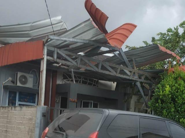 Foto: Potret Rumah Warga di Batam yang Rusak Dihantam Puting Beliung (217881)