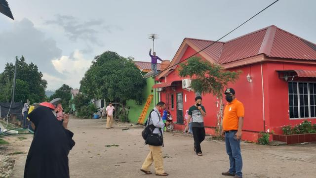 Foto: Potret Rumah Warga di Batam yang Rusak Dihantam Puting Beliung (217882)