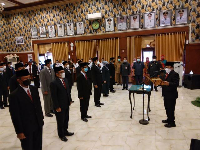 Bersama 38 Pejabat Lain, Erik Setyo Dilantik sebagai Sekda Kota Malang (143733)
