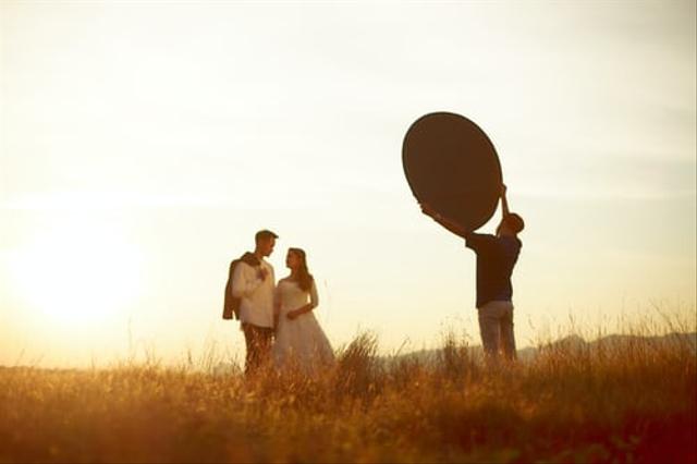 Biar Tak Kuras Bujet Pernikahan, Ini 9 Cara Memangkas Biaya Foto Prewedding  (23364)